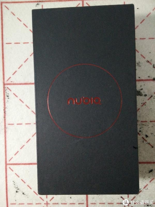 外包装:黑红配