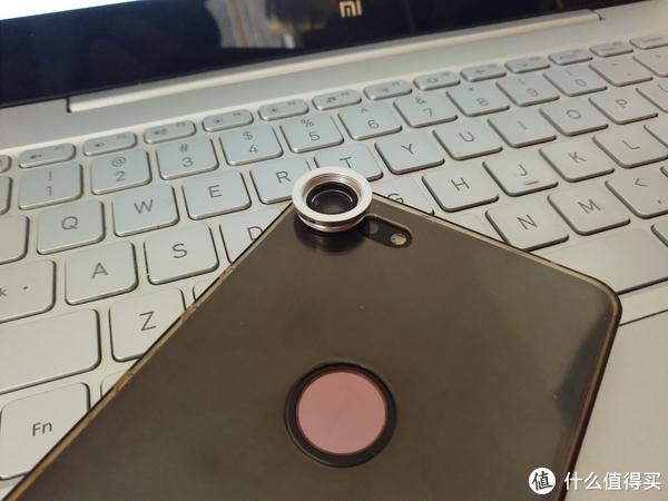 微距镜头直接用双面胶粘在手机壳上