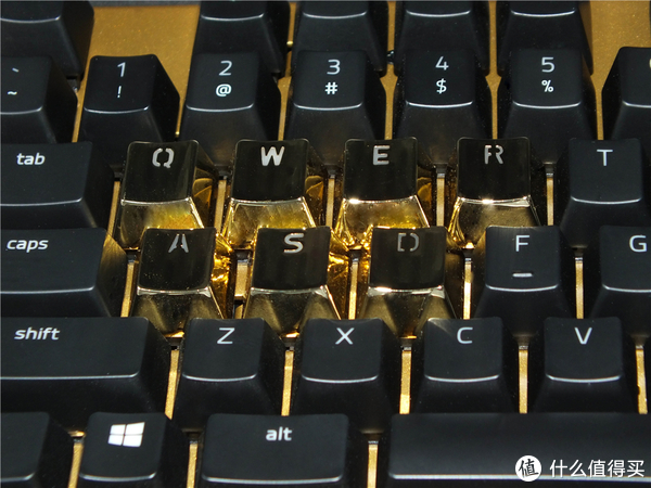 Razer黑寡妇蜘蛛 X 幻彩耀金版键盘—限量2000套的金色键盘