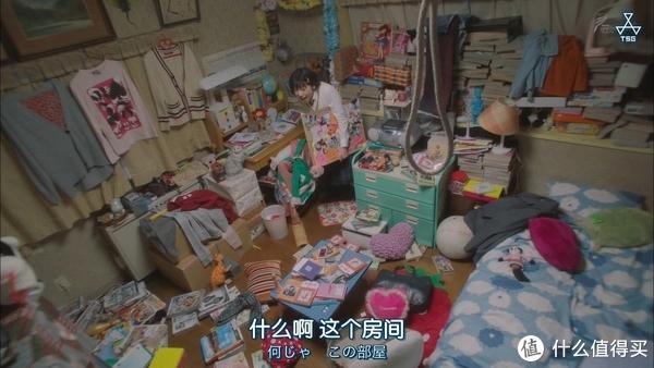大概和这个差不多,床上还堆满了衣服,每天睡前刨个坑进去