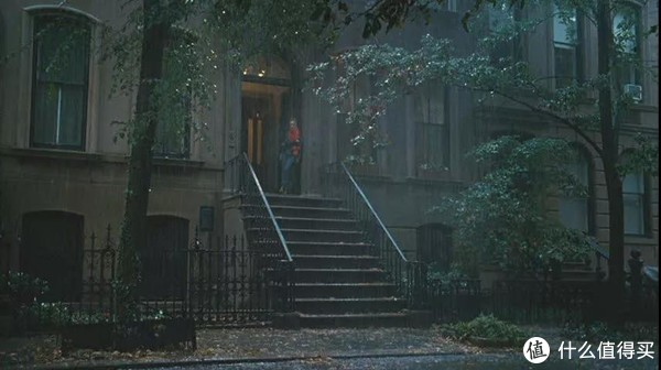 """这个楼梯真是见证了carrie各种""""荒谬的、叫人为难的、充满嫉妒又离不开彼此的爱情"""""""