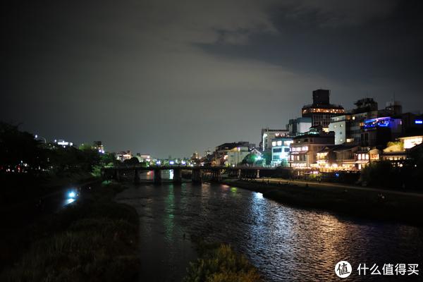 桥上可以放慢门拍夜景