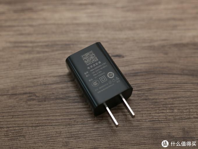 电源适配器的做工不错,输出为5V-2A