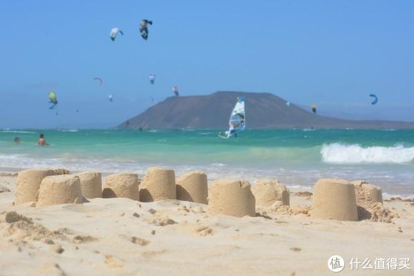 ▲对面还有一个mini岛,可登岛游玩 Islote de Lobos(图自pixabay)