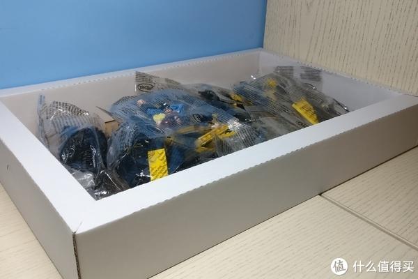 打开后好评的是,送一个纸楞盒,一方面能加固盒子抗摔、抗挤压能力,另一方面还能在组装时候当零件盒,好评!