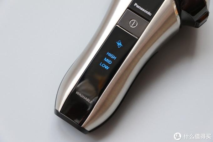 """内置锂电池,三段电量显示,并在电量低的时候发出""""哔""""声提示用户充电"""