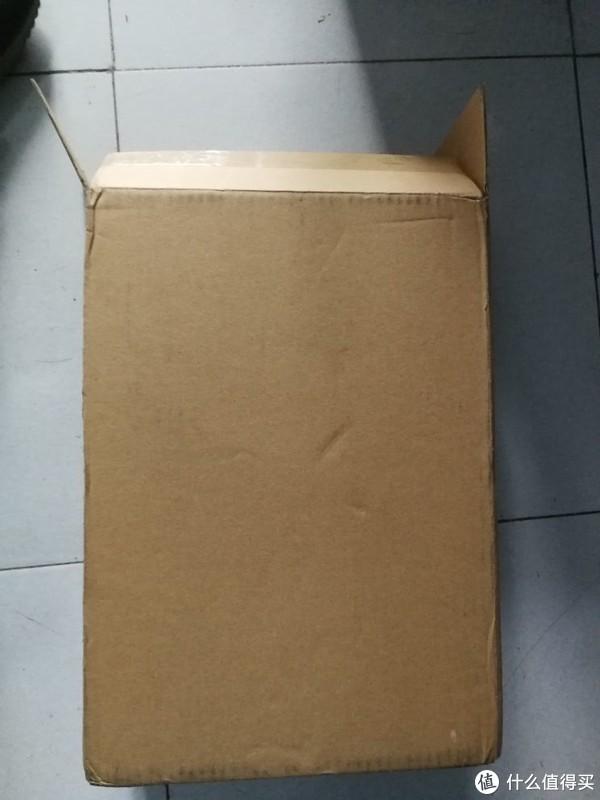 快递箱,简单明了,没有多余的包装