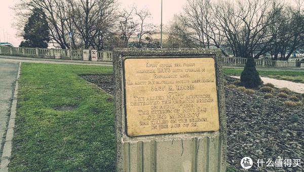 (北约组织在1999年4月1日摧毁了瓦拉丁大桥。年仅29岁的诺维萨德市民OLEGM.NASOV在这座桥上被杀害。)