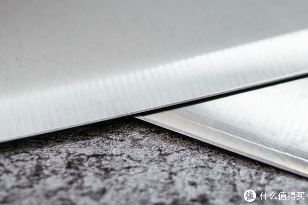 窄身菜刀的刀型和刀刃对比