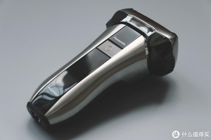 优雅金属拉丝,机身三围尺寸约高13cm X 上宽7cm X 厚4.2cm,重约170g
