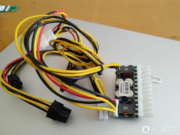 这是一个主板24Pin的直插,有输出sata的接口