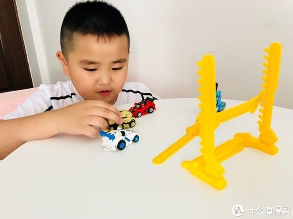碰撞、跳跃!变形!灵动创想跳跃战士玩具竞技套装