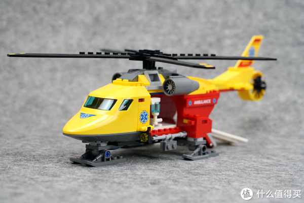 特殊件堆出一架直升机:LEGO 乐高 60179 CITY 城市系列  急救直升机 开箱