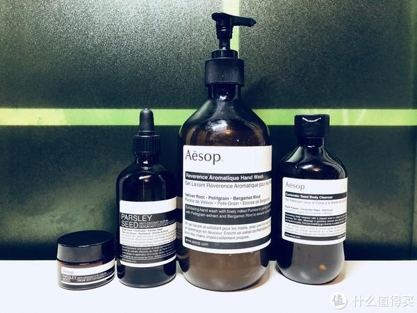 从左至右:眼霜、精华、洗手液、沐浴露