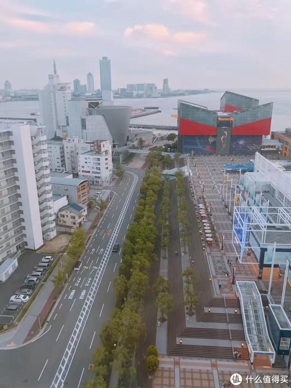 右上角的建筑就是海游馆