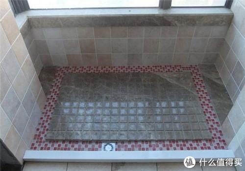 装修那些事 篇三十七:淋浴房别再铺瓷砖了,现在流行这样设计,下水速度超快!