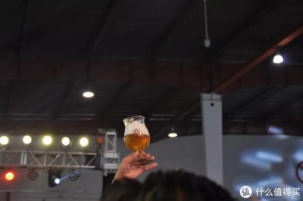 获胜奖品——督威啤酒杯