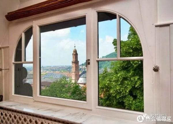 ▲ 窗外就是钟楼和海德堡大学主楼