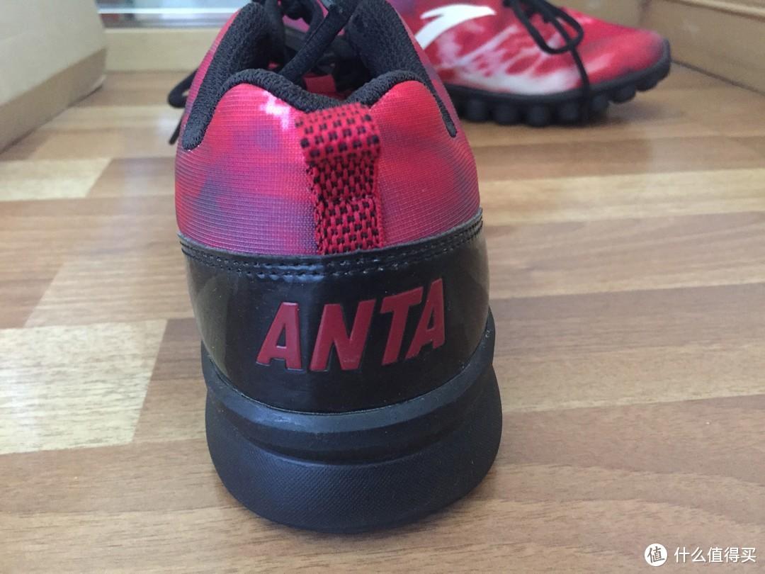 后跟的ANTA的logo,黑色部分是漆皮