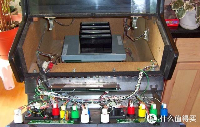 比如这一款型号内部支持4盘卡带