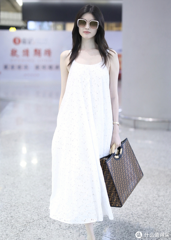 只穿一件衣服也能时髦!懒女孩的夏天这么过!