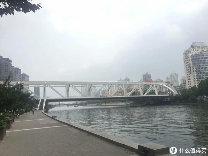 河上的各种桥梁