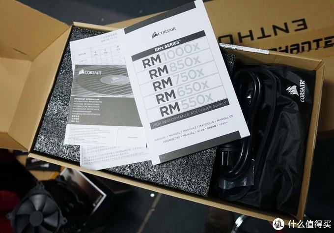 开盒就看到一本奇厚无比的说明,比索尼的广播级摄像机说明书还要厚...