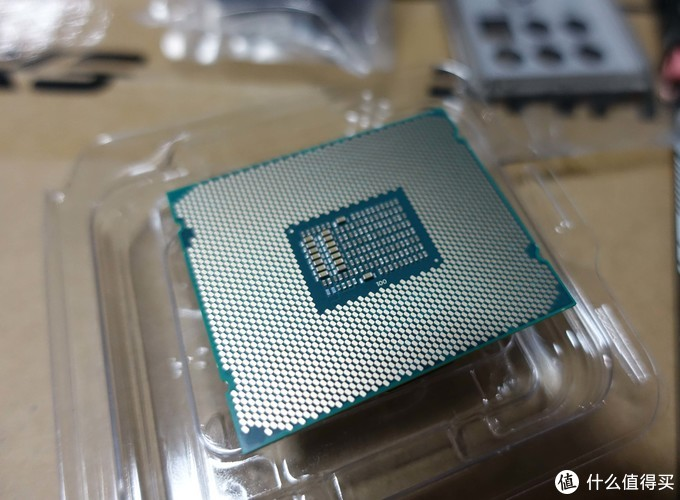CPU的背面