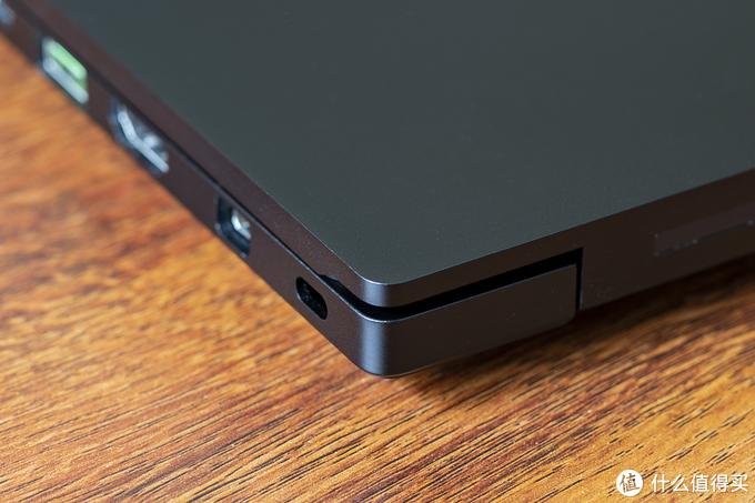 2万的高端笔记本该长什么样?RAZER 雷蛇 Blade 15 2018新款评测