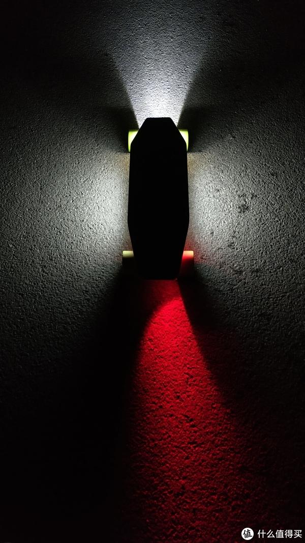 夜晚大马路上开灯的效果