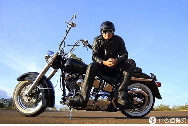 戴着风镜骑摩托—细数那些值得入手的好风镜