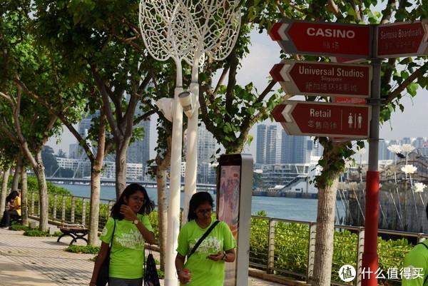 标志很清楚,去海洋馆还是环球影城,或者赌场,都有写。