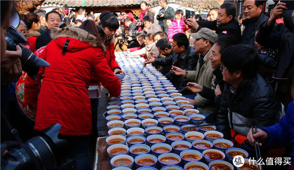 宝鸡人是这样吃臊子面的,有没有惊到?图片来自网络,为宝鸡岐山举办的一场吃臊子面比赛活动