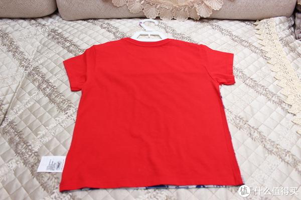 衣服背面为全红色