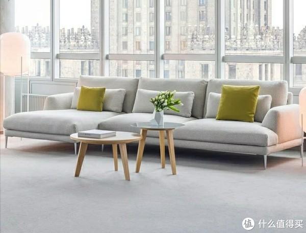 浅色地面与浅色沙发,虽然浑然一体,但是没有重点