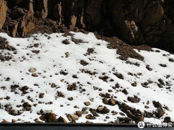 山顶还有残雪
