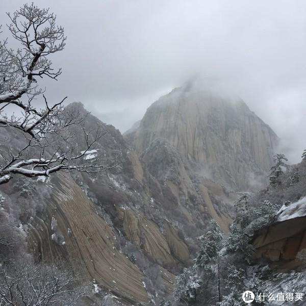 晚来天欲雪,华岳正当时。记雪夜登华山