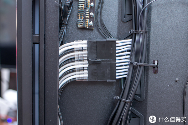 补完RGB的最后一块版图,联力24Pin霓彩电源线开箱试用