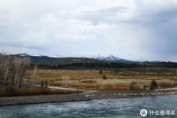 远处的雪山