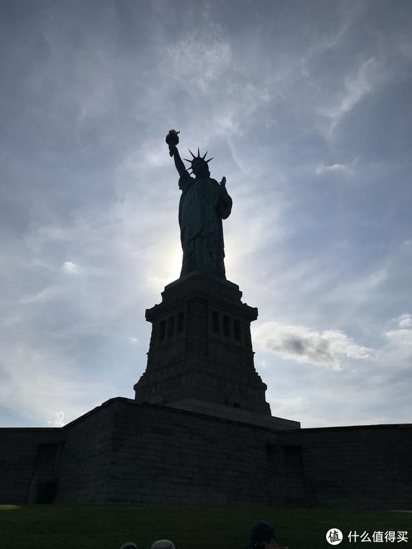 自由女神像剪影
