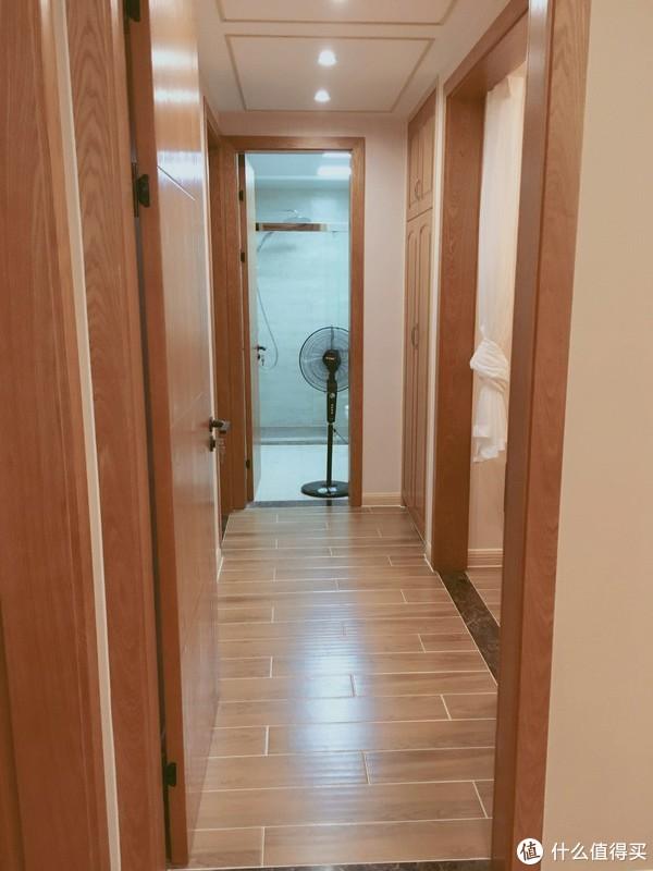主卧走廊,忽略开着电扇增加对流