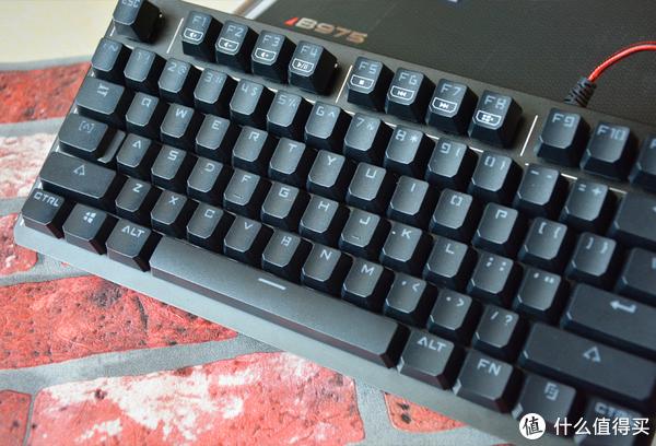 第三代天平光轴,血手幽灵B975电竞键盘一周真实体验