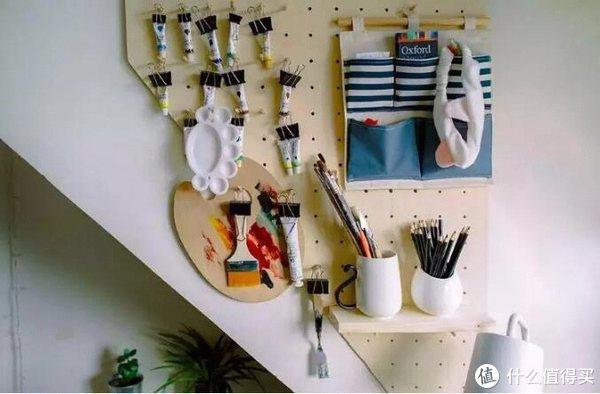 ▲学画画的小伙伴把画具、颜料这样收纳起来,方便拿取还可以避免弄脏其他地方。