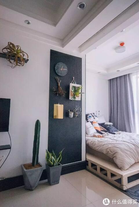 一块洞洞板,就可以搞定墙面收纳与装饰