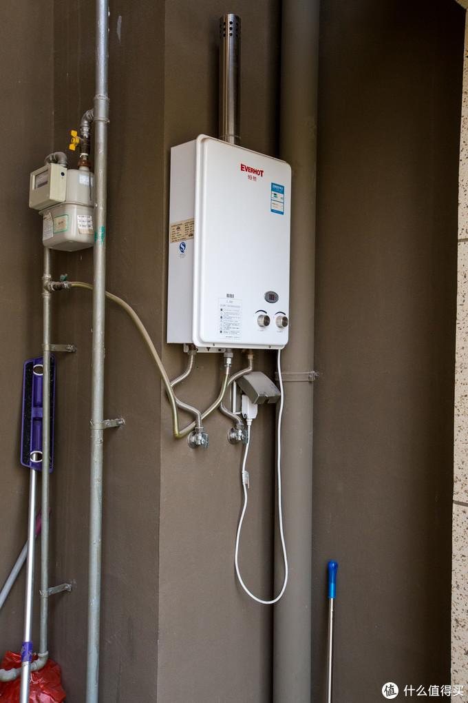 入户阳台热水器位置的进水口与插座
