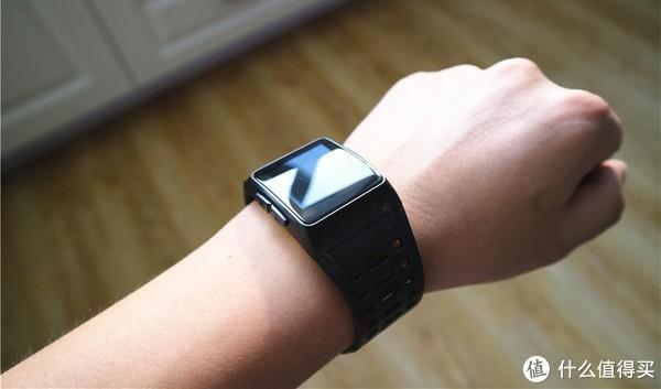 50米防水+GPS定位测距的埃微P1手表,价格却不足400元!