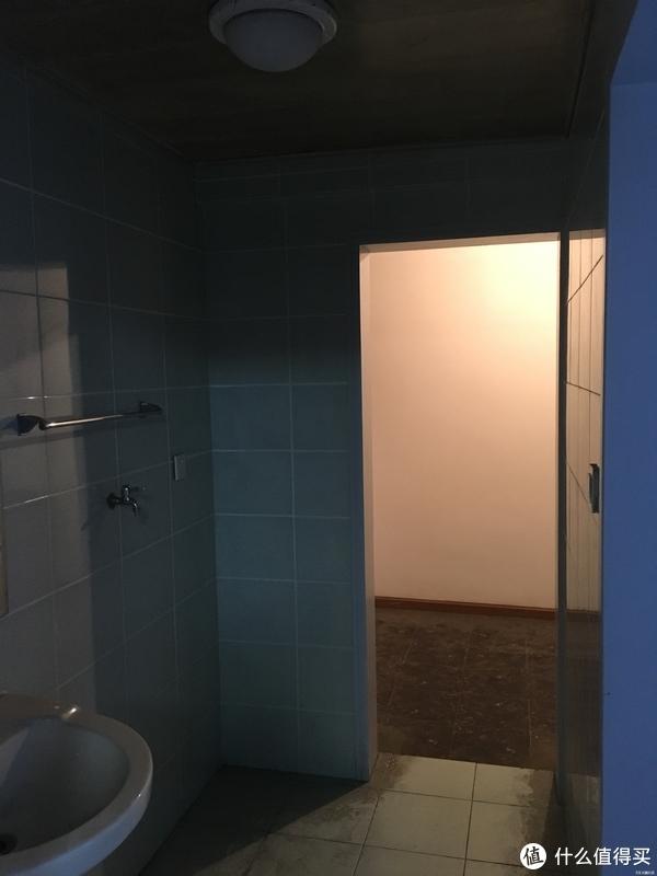 客用卫生间+生活阳台
