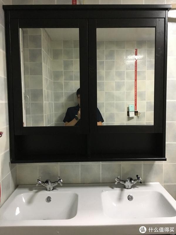 主卫的浴室柜选的是宜家的这款双盆组合,本来原计划是上科勒的镜柜,但选了几款都觉得样式偏现代简约,而这款宜家汉尼斯的柜子的样式、尺寸都比较符合个人需求,价格也和科勒的差不多,于是就果断下手下来