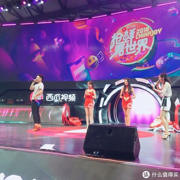 喵酱的2018ChinaJoy现场报导三:showgirl和礼物一个都不能少