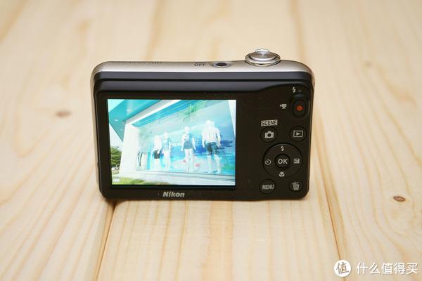 大镜头不及小镜,但能使用5号电池,Nikon尼康A10卡便相机